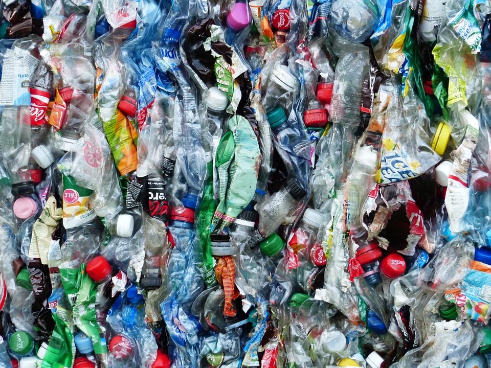 bouteilles pollution plastique