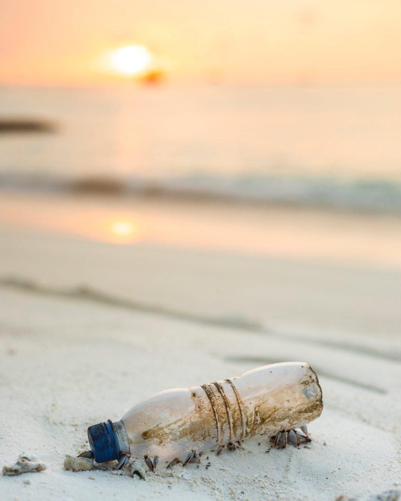photo bouteille sur plage